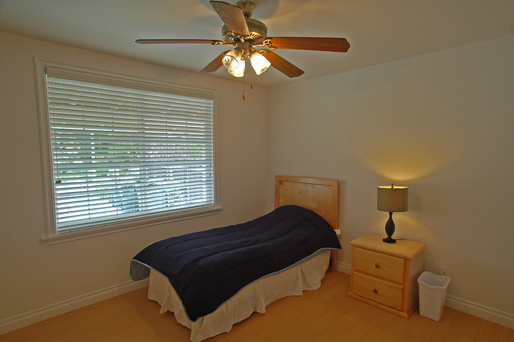 Assisted Living Rolling Hills Bedroom Americare